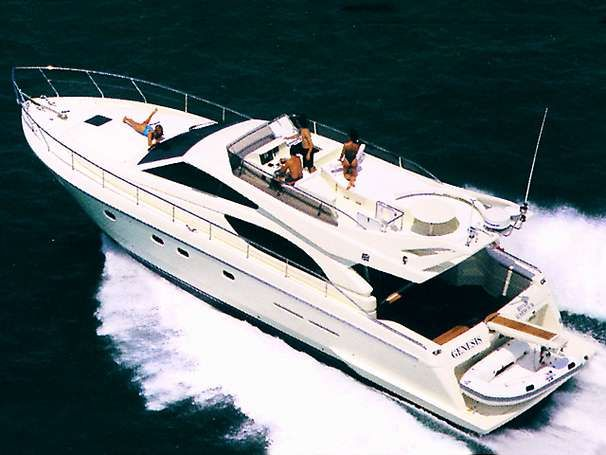 sailing sisteryacht