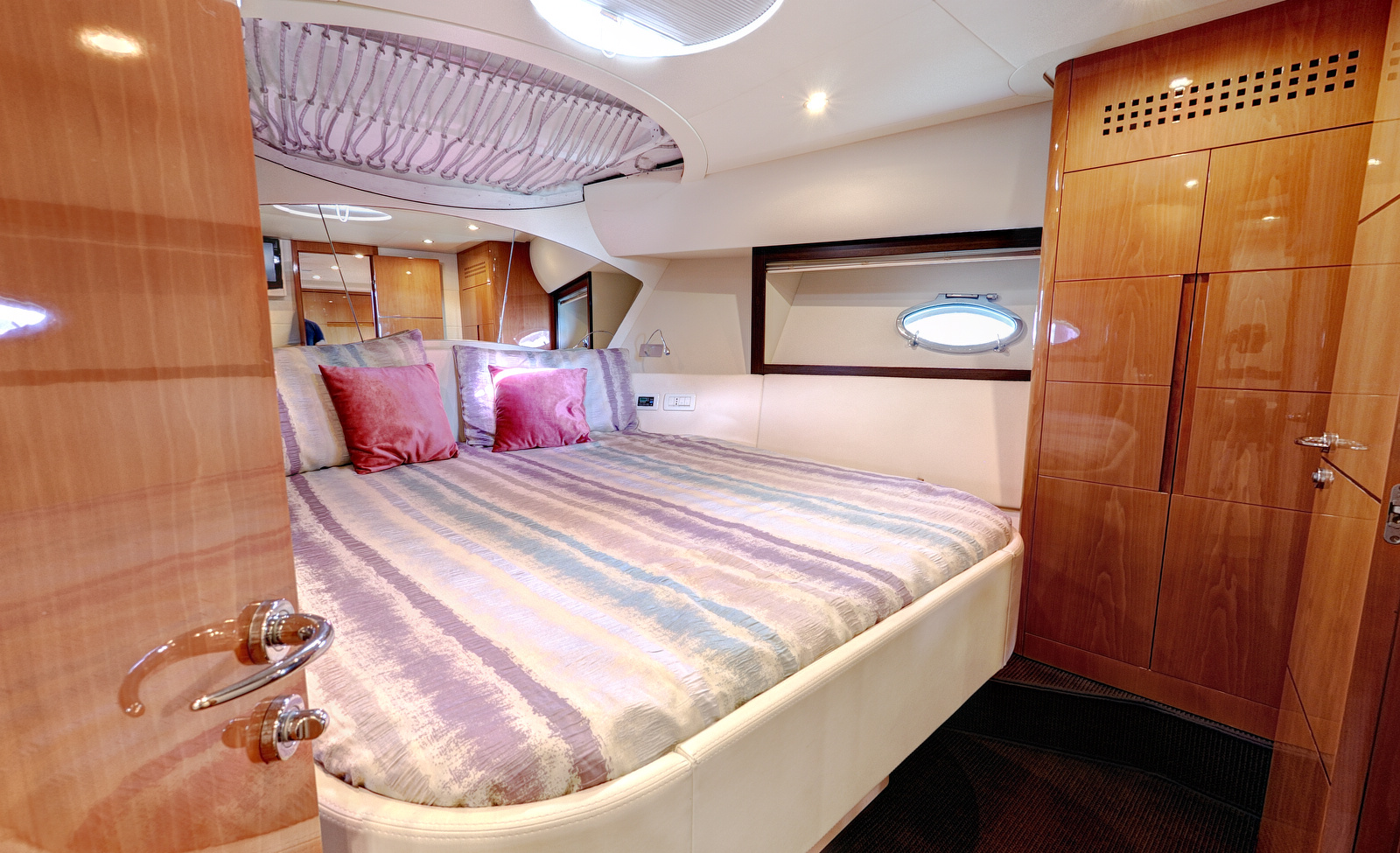 Vip Cabin1