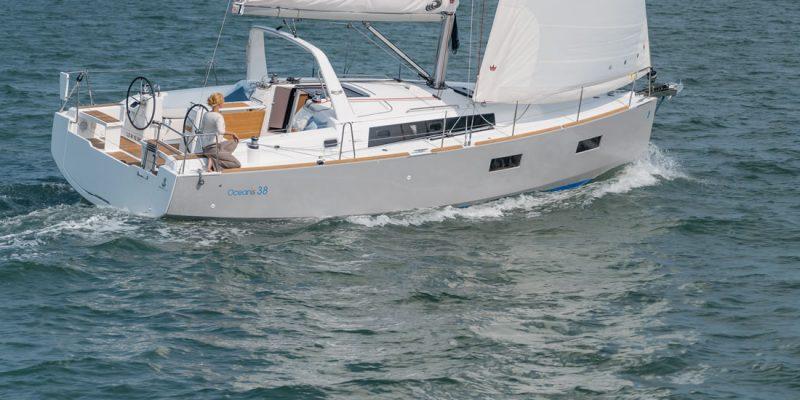 Beneteau Oceanis 38 Daycruiser 2016    € 40.000