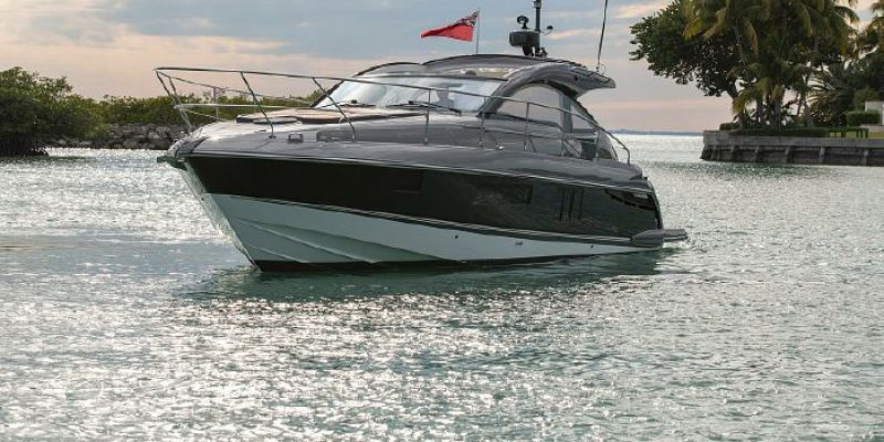 Fairline 38 shadowline                2016  like new only 45 hours             € 325.000